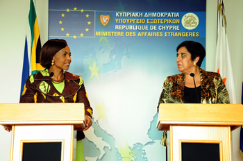 Ministers Nkoana Mashabane and Kozakou-Marcoullis during the Media Briefing at the conclusion of the Bilateral Discussions, 21 September 2012.