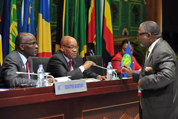 President Jacob Zuma chairs a SADC Troika Meeting ahead of the SADC Summit to be held in Maputo, Mozambique. Seated next to the President is SADC Executive Secretary, Dr Thomaz Salomao. They are having a discussion with South African High Commissioner to Mozambique, Mr Charles Ngqakula, 16 August 2012.