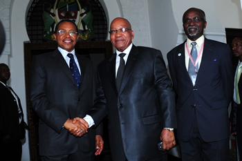 President Jacob Zuma is welcomed by President Jikaya Kikwete of Tanzania and the SADC Executive Secretary, Dr Augasto Salomao, upon his arrival ahead of the SADC Troika Meeting, Dar es Salaam, Tanzania, 7 December 2012.