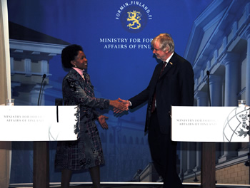 Foreign Minister of Finland, Mr Erkki Tuomioja and Minister Maite Nkoana-Mashabane shake hands at the conclusion of the Press Briefing held following a Working Lunch, Helsinki, Finland, 14 June 2013.