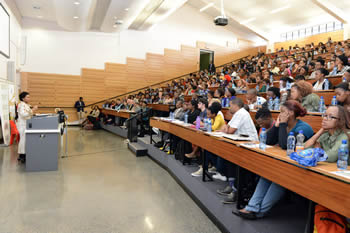 Minister Maite Nkoana-Mashabane addresses students at the Science Stadium Building, University of the Witwatersrand, Johannesburg, South Africa, 10 April 2014.