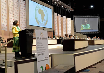 Minister Maite Nkoana-Mashabane welcomes all the delegates at the Twenty Seventh (27th) Ordinary Session of the Executive Council, Sandton, Johannesburg, South Africa, 11 June 2015.