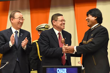 Deputy Minister Luwellyn Landers with UN Secretary Geneneral, Mr Ban Ki Moon, at the G77 plus China Handover of Chairmanship Ceremony. President Evo Morales Ayma of Bolivia handed over to Deputy Minister Landers during the ceremony, New York, USA, 8 January 2015.