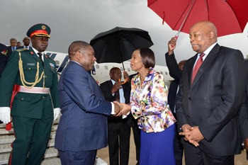 Minister Maite Nkoana-Mashabane welcomes President Filipe Nyusi of Mozambique, who arrives at Waterkloof Air Force Base. South Africa's High Commissioner to Mozambique, Mandisi Mpahlwa, is with the Minister, Pretoria, South Africa, 21 October 2015.