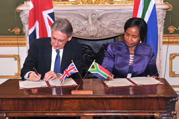 Minister Maite Nkoana-Mashabane and the Secretary of State, RT Hounorable Phillip Hammond, of the United Kingdom, sign and exchange the Joint Communiqué at the conclusion of the Eleventh South Africa – United Kingdom Bilateral Forum, London, United Kingdom of Britain, 19 October 2015.