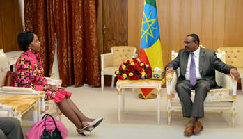 Minister Maite Nkoana-Mashabane pays a courtesy call on Prime Minister Hailemariam Desalegn Boshe, of the Federal Democratic Republic of Ethiopia, in Addis Ababa, Ehtiopia, 4 November 2015.