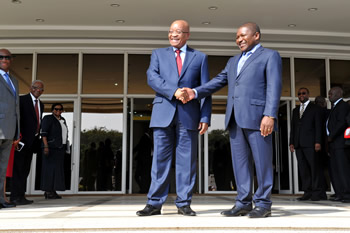 President Jacob Zuma is welcomed by his counterpart, President Nyosi, as he arrives at the Office of the President, Maputo, Mozambique, 20-21 May 2015.